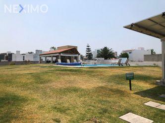 NEX-44800 - Casa en Venta, con 4 recamaras, con 2 baños, con 5 medio baños, con 202 m2 de construcción en Cumbres del Lago, CP 76230, Querétaro.