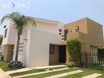 NEX-44961 - Casa en Renta, con 4 recamaras, con 3 baños, con 1 medio baño, con 202 m2 de construcción en Cumbres del Lago, CP 76230, Querétaro.