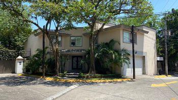 NEX-39548 - Casa en Renta en Palmira Tinguindin, CP 62490, Morelos, con 3 recamaras, con 4 baños, con 1 medio baño, con 554 m2 de construcción.