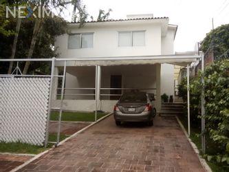 NEX-48209 - Casa en Renta, con 3 recamaras, con 3 baños, con 1 medio baño, con 250 m2 de construcción en Lomas de Cuernavaca, CP 62584, Morelos.