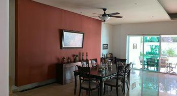 NEX-33724 - Casa en Venta en Cancún Centro, CP 77500, Quintana Roo, con 4 recamaras, con 5 baños, con 2 medio baños, con 480 m2 de construcción.