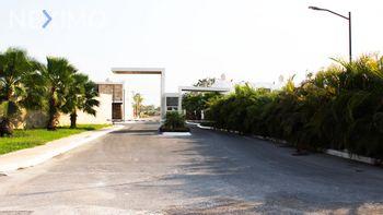 NEX-46598 - Casa en Venta, con 3 recamaras, con 4 baños, con 1 medio baño, con 215 m2 de construcción en Palma Real, CP 97345, Yucatán.