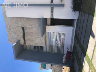 NEX-42276 - Casa en Renta, con 3 recamaras, con 2 baños, con 1 medio baño, con 112 m2 de construcción en Valle del Sol, CP 42082, Hidalgo.