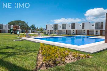 NEX-37314 - Casa en Venta, con 3 recamaras, con 2 baños, con 1 medio baño, con 90 m2 de construcción en Rincón del Cielo, CP 63735, Nayarit.