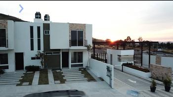 NEX-43046 - Casa en Venta, con 3 recamaras, con 2 baños, con 1 medio baño, con 90 m2 de construcción en Zapotlanejo Centro, CP 45430, Jalisco.