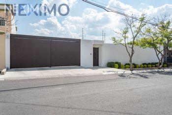 NEX-34717 - Casa en Venta en Juriquilla, CP 76226, Querétaro, con 6 recamaras, con 5 baños, con 1 medio baño, con 419 m2 de construcción.