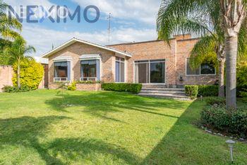 NEX-34781 - Casa en Venta en Juriquilla, CP 76226, Querétaro, con 3 recamaras, con 4 baños, con 1 medio baño, con 321 m2 de construcción.