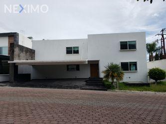 NEX-35289 - Casa en Venta en Juriquilla, CP 76226, Querétaro, con 4 recamaras, con 5 baños, con 1 medio baño, con 382 m2 de construcción.