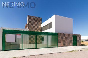 NEX-39404 - Casa en Venta, con 3 recamaras, con 3 baños, con 1 medio baño, con 286 m2 de construcción en Jardines de la Corregidora, CP 76910, Querétaro.