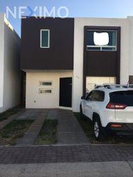 NEX-45217 - Casa en Venta, con 3 recamaras, con 2 baños, con 1 medio baño, con 135 m2 de construcción en El Mirador, CP 76246, Querétaro.