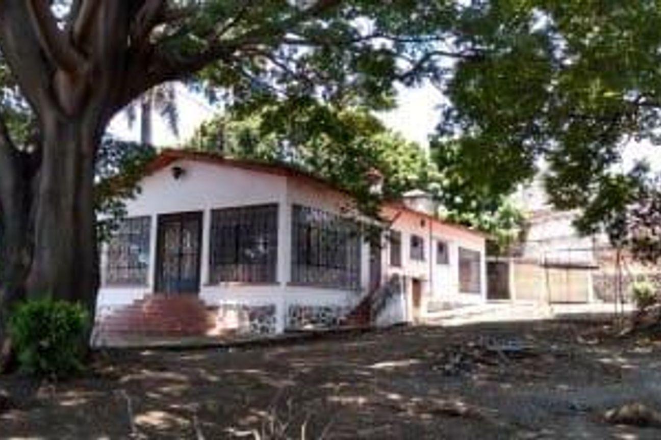 Terreno con Casa de un Nivel en venta en Jiutepec Morelos