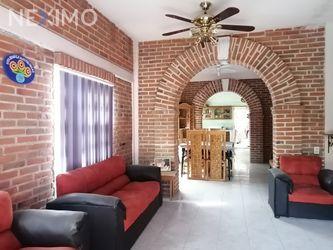 NEX-47196 - Casa en Venta, con 3 recamaras, con 2 baños, con 138 m2 de construcción en Tepoztlán Centro, CP 62520, Morelos.