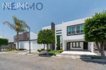 NEX-44668 - Casa en Venta, con 3 recamaras, con 4 baños, con 1 medio baño, con 280 m2 de construcción en Lomas de Angelópolis, CP 72830, Puebla.