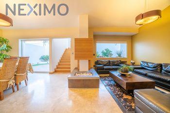 NEX-35713 - Casa en Venta en Juriquilla, CP 76226, Querétaro, con 3 recamaras, con 3 baños, con 1 medio baño, con 354 m2 de construcción.