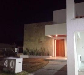 NEX-39277 - Casa en Venta en Villas del Mesón, CP 76226, Querétaro, con 4 recamaras, con 5 baños, con 1 medio baño, con 330 m2 de construcción.