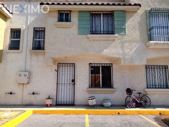 NEX-38307 - Casa en Venta, con 3 recamaras, con 1 baño, con 1 medio baño, con 90 m2 de construcción en Real del Cid, CP 55767, México.