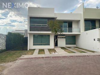 NEX-39938 - Casa en Renta, con 3 recamaras, con 3 baños, con 1 medio baño, con 302 m2 de construcción en Arboledas de San Javier, CP 42084, Hidalgo.