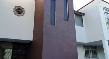 NEX-20729 - Casa en Renta en Álamos 3a Sección, CP 76160, Querétaro, con 5 recamaras, con 3 baños, con 320 m2 de construcción.