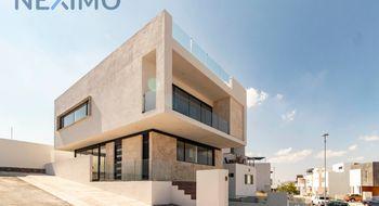NEX-4307 - Casa en Venta en Zibatá, CP 76269, Querétaro, con 4 recamaras, con 3 baños, con 2 medio baños, con 206 m2 de construcción.