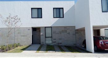 NEX-8255 - Casa en Venta en Residencial el Refugio, CP 76146, Querétaro, con 3 recamaras, con 2 baños, con 1 medio baño, con 121 m2 de construcción.