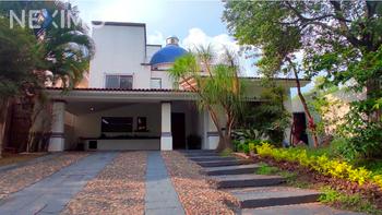 NEX-41168 - Casa en Renta, con 3 recamaras, con 3 baños, con 1 medio baño, con 490 m2 de construcción en Santa Fe, CP 45168, Jalisco.