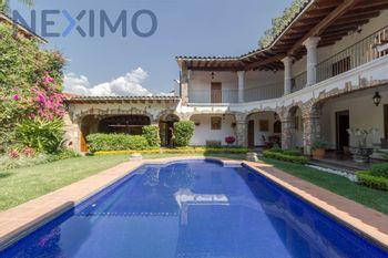 NEX-38204 - Casa en Venta en Buenavista, CP 62130, Morelos, con 3 recamaras, con 5 baños, con 1 medio baño, con 427 m2 de construcción.
