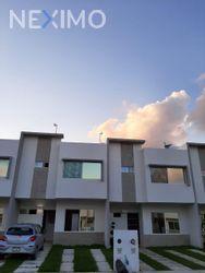 NEX-39687 - Casa en Renta, con 3 recamaras, con 2 baños, con 1 medio baño, con 120 m2 de construcción en Jardines del Sur, CP 77536, Quintana Roo.