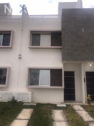 NEX-43041 - Casa en Renta, con 3 recamaras, con 3 baños, con 1 medio baño, con 90 m2 de construcción en Jardines del Sur, CP 77536, Quintana Roo.