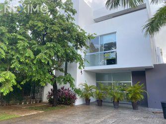 NEX-50761 - Casa en Renta, con 3 recamaras, con 2 baños, con 1 medio baño, con 333 m2 de construcción en Zona Hotelera, CP 77500, Quintana Roo.