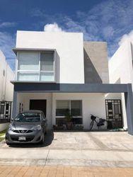 NEX-38369 - Casa en Venta en Juriquilla Privada, CP 76230, Querétaro, con 3 recamaras, con 3 baños, con 1 medio baño, con 190 m2 de construcción.