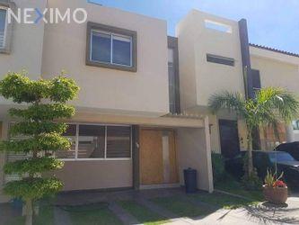 NEX-43782 - Casa en Venta, con 3 recamaras, con 2 baños, con 1 medio baño, con 96 m2 de construcción en Altavista Residencial, CP 45133, Jalisco.