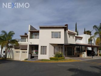 NEX-47741 - Casa en Renta, con 3 recamaras, con 3 baños, con 1 medio baño, con 500 m2 de construcción en Claustros del Sur, CP 76093, Querétaro.