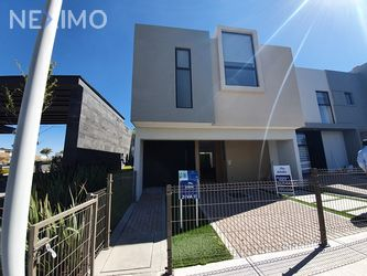 NEX-38392 - Casa en Venta, con 3 recamaras, con 2 baños, con 1 medio baño, con 169 m2 de construcción en Zibatá, CP 76269, Querétaro.