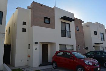 NEX-39386 - Casa en Venta en Residencial el Refugio, CP 76146, Querétaro, con 3 recamaras, con 3 baños, con 1 medio baño, con 174 m2 de construcción.