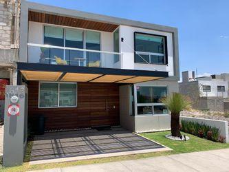 NEX-39705 - Casa en Venta en Residencial el Refugio, CP 76146, Querétaro, con 3 recamaras, con 2 baños, con 1 medio baño, con 170 m2 de construcción.