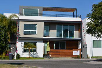 NEX-39711 - Casa en Venta en Residencial el Refugio, CP 76146, Querétaro, con 3 recamaras, con 3 baños, con 1 medio baño, con 261 m2 de construcción.