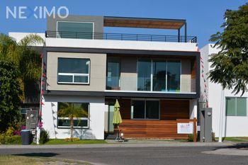 NEX-39711 - Casa en Venta, con 3 recamaras, con 3 baños, con 1 medio baño, con 261 m2 de construcción en Residencial el Refugio, CP 76146, Querétaro.