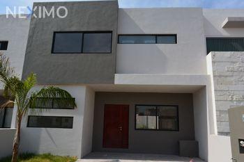 NEX-39886 - Casa en Renta en Residencial el Refugio, CP 76146, Querétaro, con 3 recamaras, con 2 baños, con 1 medio baño, con 176 m2 de construcción.