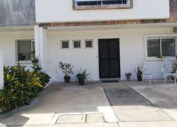 NEX-39680 - Casa en Venta en Arbolada, CP 77533, Quintana Roo, con 3 recamaras, con 2 baños, con 1 medio baño, con 152 m2 de construcción.