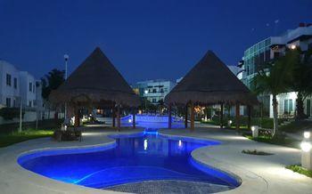 NEX-40611 - Departamento en Venta en Supermanzana 326, CP 77536, Quintana Roo, con 2 recamaras, con 2 baños, con 8858 m2 de construcción.