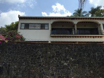 NEX-39671 - Casa en Venta en Ahuatepec, CP 62300, Morelos, con 4 recamaras, con 5 baños, con 1 medio baño, con 612 m2 de construcción.