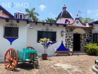 NEX-46443 - Casa en Venta, con 4 recamaras, con 3 baños, con 1 medio baño, con 350 m2 de construcción en Jardines de Cuernavaca, CP 62360, Morelos.