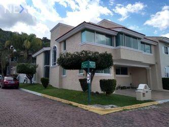 NEX-52786 - Casa en Renta, con 4 recamaras, con 3 baños, con 1 medio baño, con 363 m2 de construcción en Bugambilias, CP 45238, Jalisco.