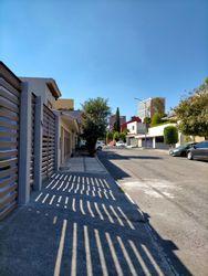 NEX-40249 - Casa en Renta en Paseo de las Lomas, CP 01330, Ciudad de México, con 3 recamaras, con 2 baños, con 1 medio baño, con 320 m2 de construcción.
