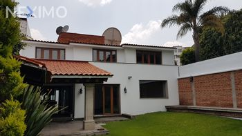 NEX-40298 - Casa en Venta en La Herradura Sección III, CP 52784, México, con 3 recamaras, con 3 baños, con 1 medio baño, con 397 m2 de construcción.