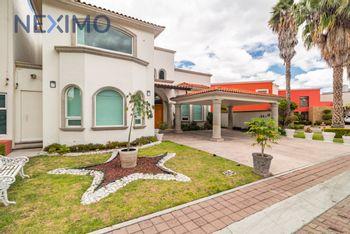 NEX-17379 - Casa en Venta en Ampliación Huertas del Carmen, CP 76904, Querétaro, con 3 recamaras, con 3 baños, con 1 medio baño, con 540 m2 de construcción.