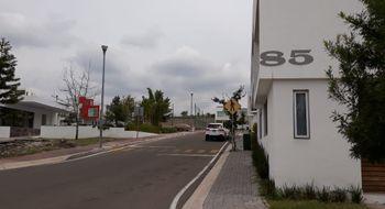 NEX-22160 - Casa en Renta en Zen House Habitat, CP 76246, Querétaro, con 3 recamaras, con 2 baños, con 2 medio baños, con 380 m2 de construcción.