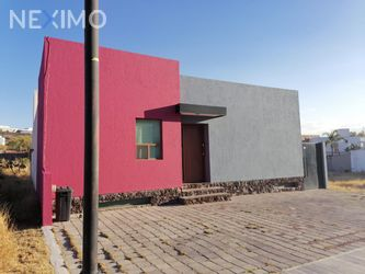NEX-27380 - Casa en Venta, con 3 recamaras, con 3 baños, con 1 medio baño, con 223 m2 de construcción en Pedregal de Vista Hermosa, CP 76063, Querétaro.