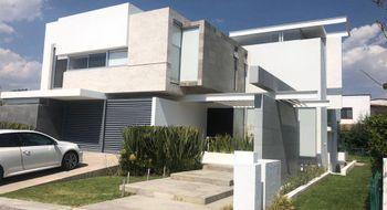 NEX-28180 - Casa en Renta en El Campanario, CP 76146, Querétaro, con 3 recamaras, con 3 baños, con 2 medio baños, con 428 m2 de construcción.