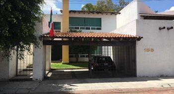 NEX-30064 - Casa en Renta en Jurica, CP 76100, Querétaro, con 3 recamaras, con 3 baños, con 2 medio baños, con 315 m2 de construcción.